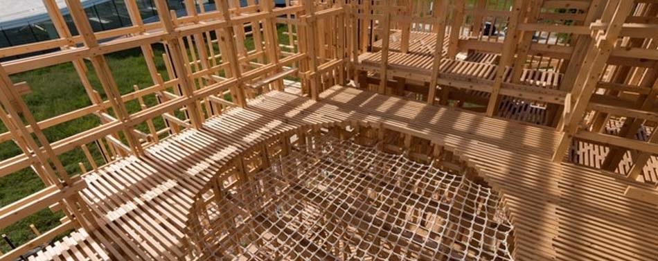 Architecture Freshmen Construct Giant Wooden Pavilion on Campus